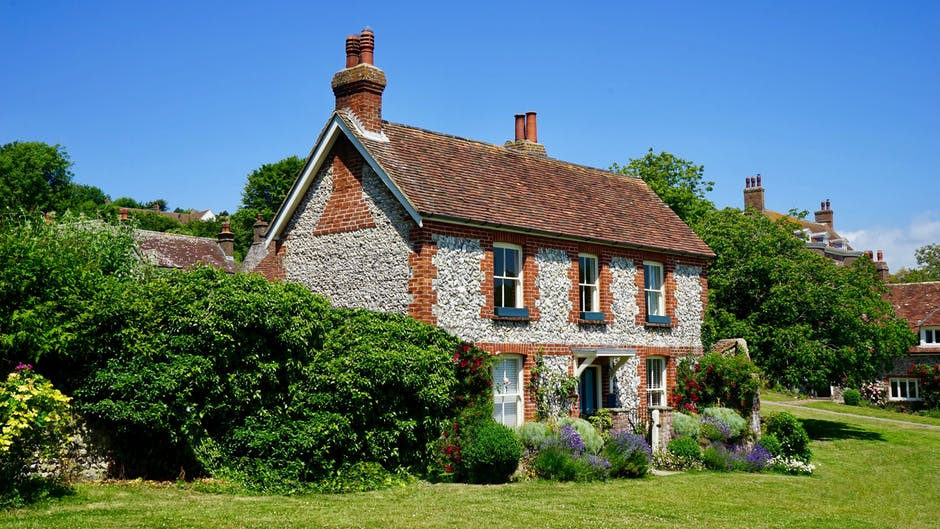Should You Buy an Old House? 3 Problems to Watch out For