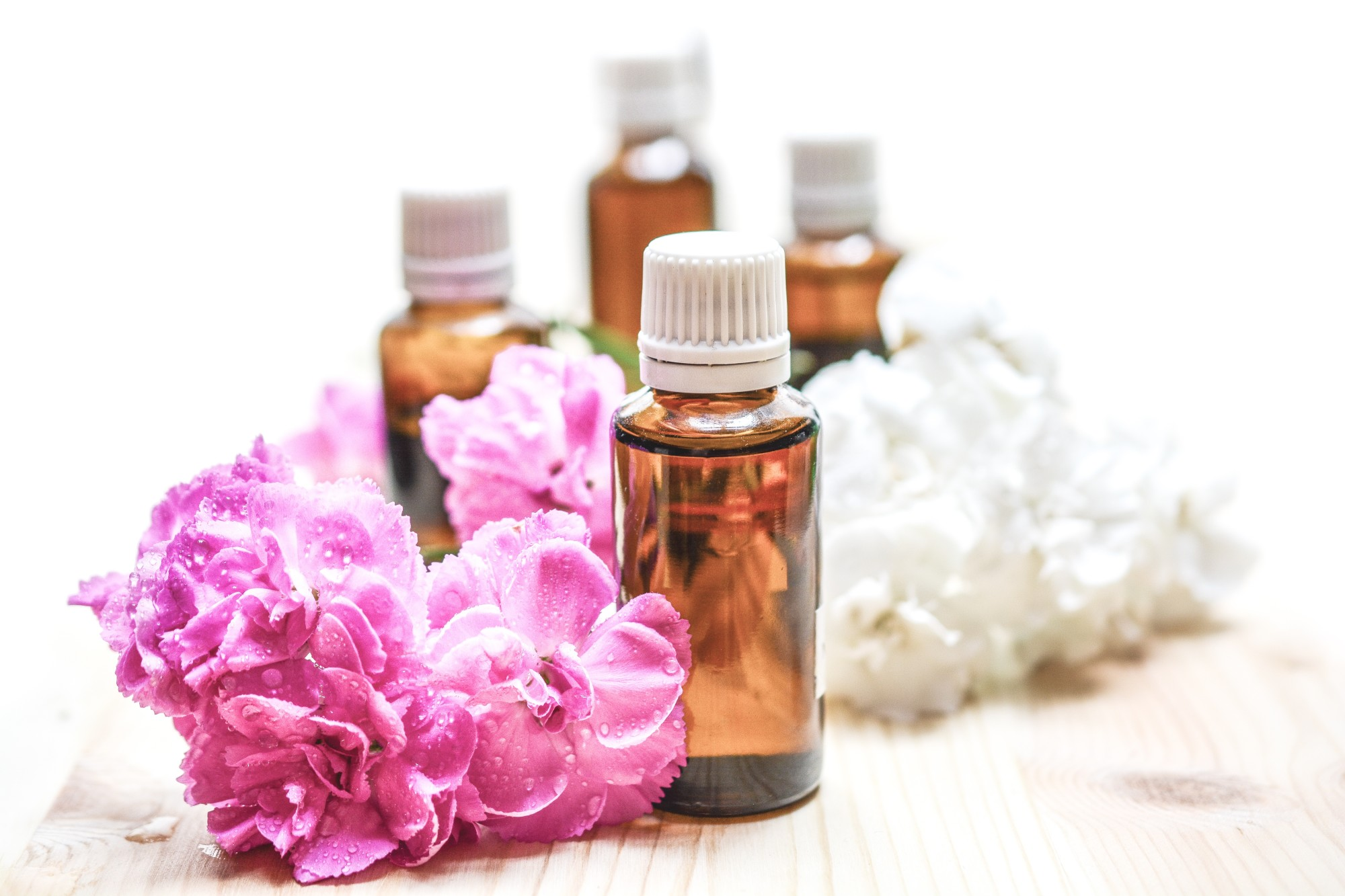 Therapeutic Essential Oils: 6 Popular Types and Their Benefits