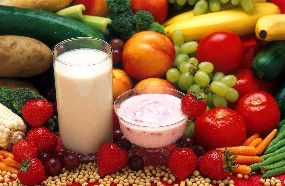 https://cdn.pixabay.com/photo/2016/06/29/19/54/healthy-food-1487647_960_720.jpg