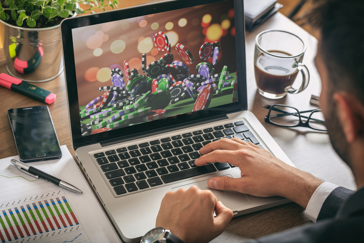 Comparison of land-based casinos and online casinos