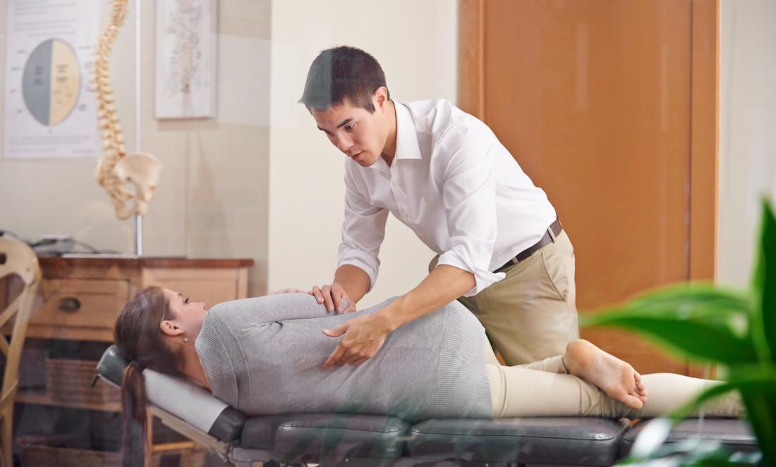 C:\Users\PC\Downloads\chiropractor-and-patient.jpg