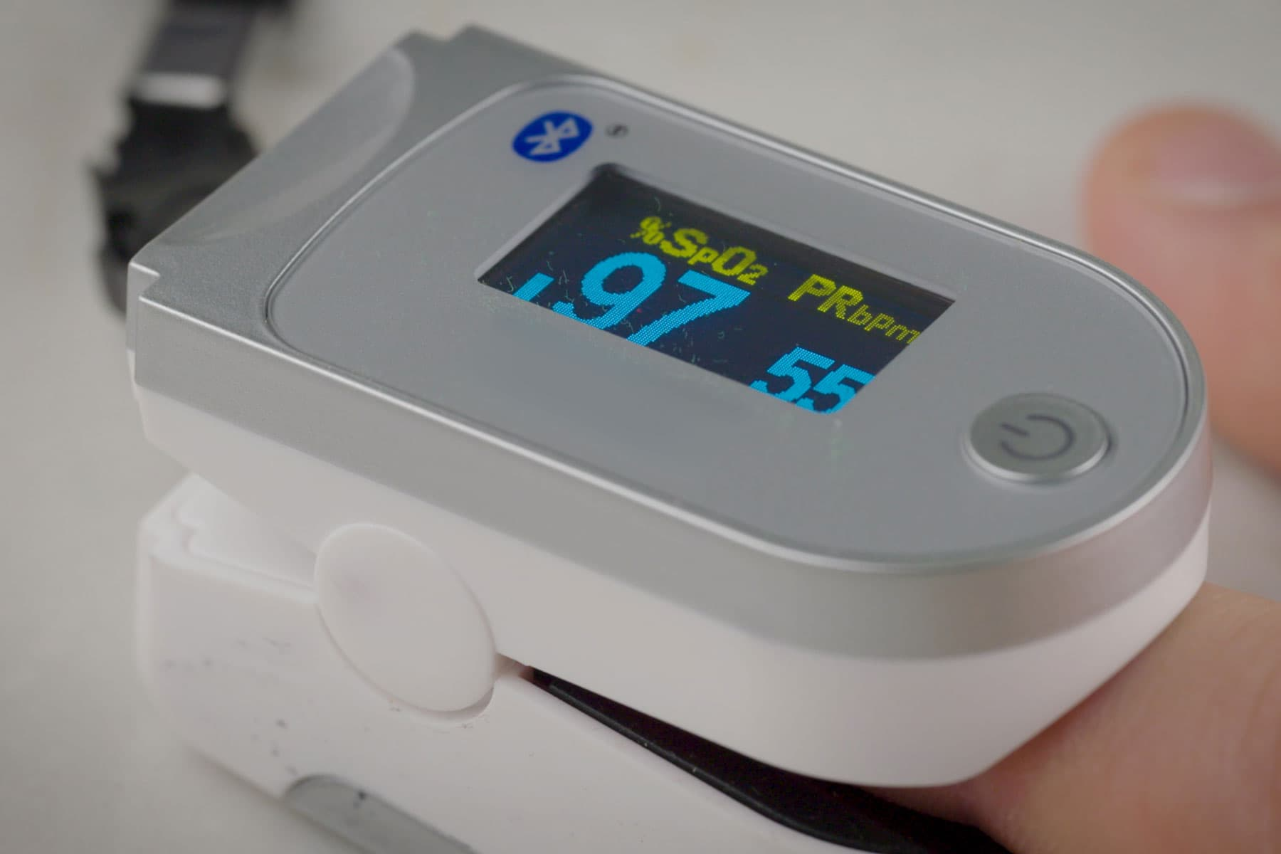 how-to-use-pulse-oximeter-1800x1200.jpg